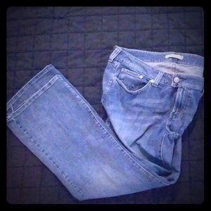 Levi's 542 Jean's in medium rinse. Plus Size 22 M
